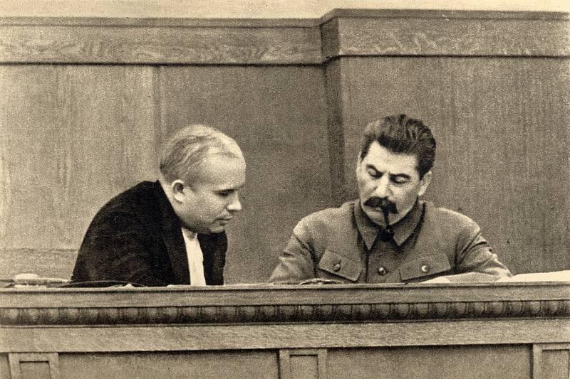 Josef Visarionovič Stalin a Nikita Sergejevič Chruščov, rok 1936