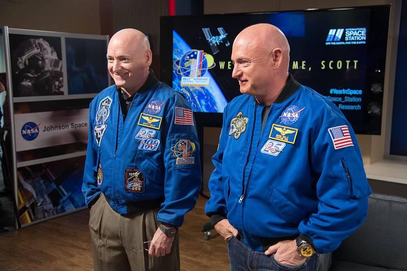 Astronauti Scott a Mark Kellyovi.