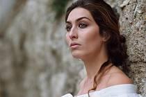 V neděli 9. listopadu ve Stavovském divadle rozezní jejich závěrečné tóny křišťálově čistý a emocemi nabitý hlas první dámy současného andaluského flamenka Estrelly Morente.