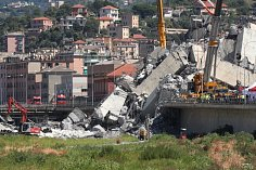 V ruinách zříceného mostu Ponte Morandi v italském Janově stále může být až dvacet lidí.