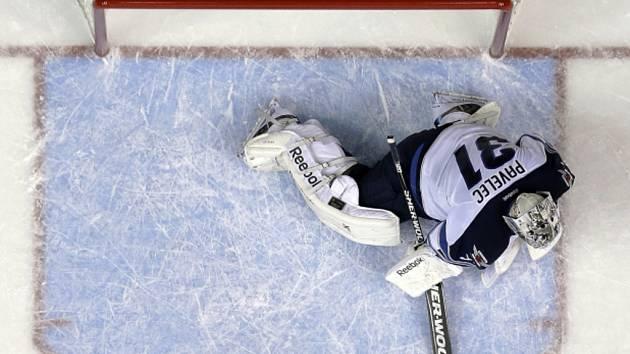 Český hokejový gólman Ondřej Pavelec se v NHL po týdenní odmlce objevil v brance Winnipegu a byl vyhlášen první hvězdou zápasu.
