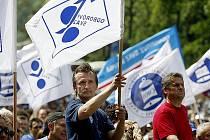 Českomoravská konfederace odborových svazů představila návrh penzijní reformy, která chce zvýšit důchody pouze lidem s vyššími platy.