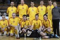 Fotbalisté Dukly Praha s přehledem opanovali tradiční vánoční turnaj internacionálů.