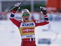 Johaugová ve skiatlonu suverénní, Nováková 28. V mužích rozhodla desetina