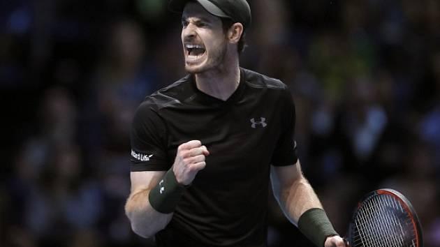 Andy Murray se raduje z výhry nad Chorvatem Marinem Čiličem.