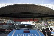Německá policie kvůli hrozbě teroristického útoku uzavřela obchodní centrum v Essenu.