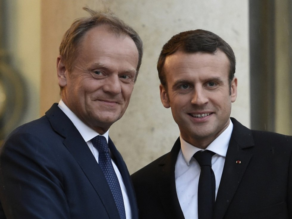 Prezident Francie Emmanuel Macron (vpravo) a Donald Tusk.