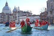 Santa Clausové v Benátkách