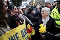 Claru Ponsatíovou přišla podpořit na policii řada skotských příznivců