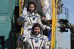 Astronauti Nick Hague (vpravo) a Alexej Ovčinin