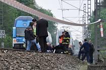 Sebevraždu skokem pod vlak spáchala v úterý 29. dubna zpěvačka Iveta Bartošová.
