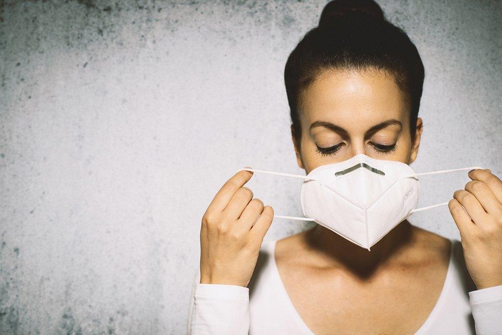 Roušky a respirátory by měly být označeny příslušnou certifikací.
