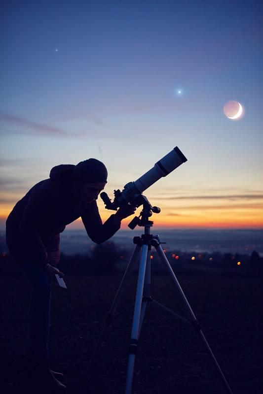 Až vám běžný dalekohled přestane stačit, můžete upgradovat na hvězdářský teleskop
