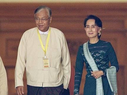 Barmský prezident Tchin Ťjo a nositelka Nobelovy ceny míru Su Ťij