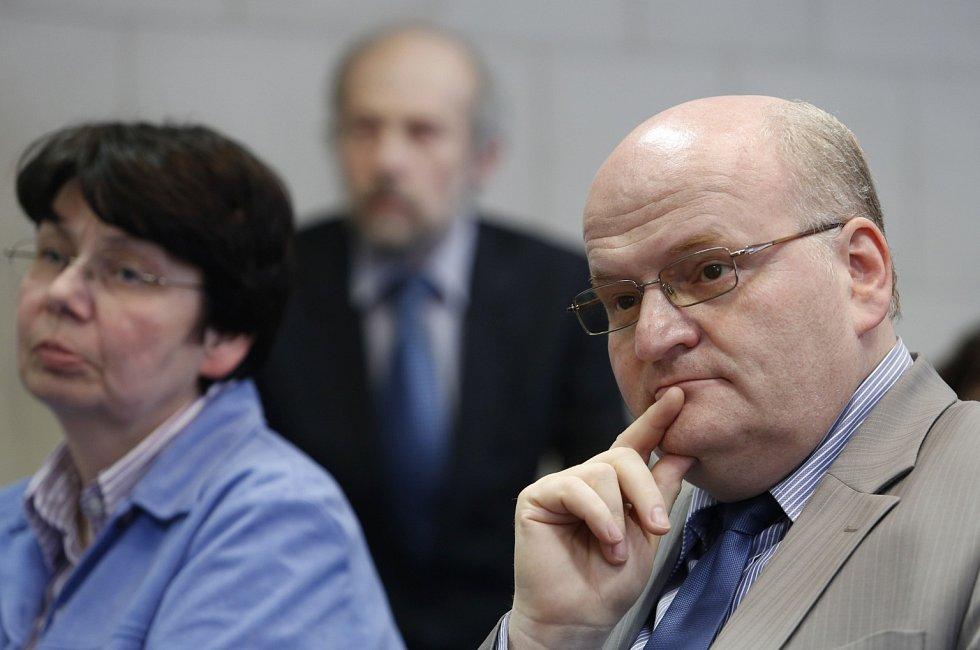 Rada Ústavu pro studium totalitních režimů (ÚSTR) vystoupila na tiskové konferenci k aktuální situaci.   Na snímku odvolaný ředitel Daniel Herman