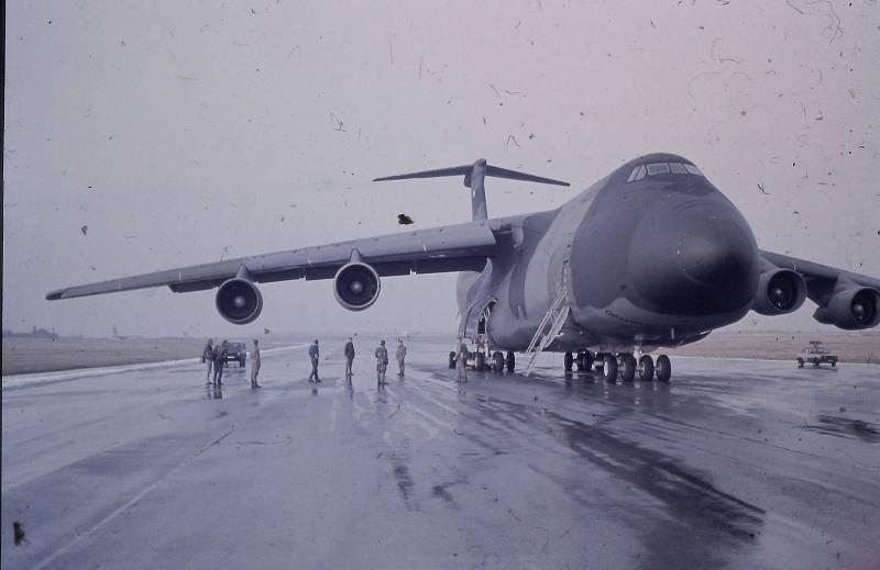 Přepravu největší vojenské síly od druhé světové války měly na starost i tyto obří letouny