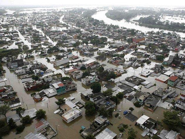 Pohled na část zaplaveného hlavního města státu Tabasco Villahermosu.