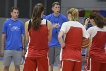 Trenér basketbalistek Štefan Svitek.