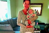 POHROMADĚ. Rodina, která nechce zveřejnit své jméno, poskytla petičnímu výboru fotografii z doby před odebráním dítěte.