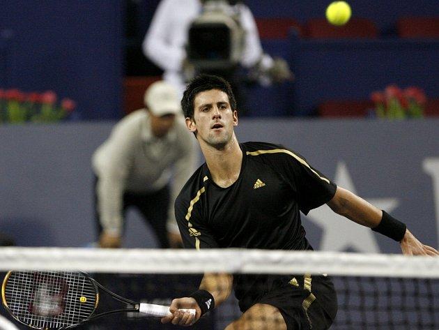 Novak Djokovič postoupil do finále Turnaje mistrů.