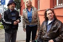 NÁVRAT. Aktéři prvního filmu o 25 let starší – Roman Skamene, Veronika Jeníková a Jan Potměšil.