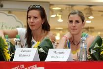 Atletky Denisa Rosolová (vlevo) a Zuzana Hejnová.