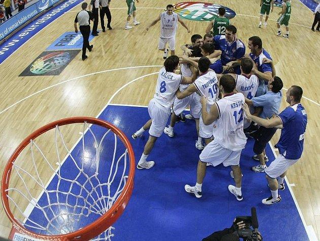 Basketbalisté Srbska slaví postup do finále letošního mistrovství Evropy.