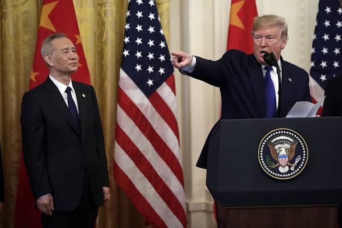 Americký prezident Donald Trump (vpravo) a čínský vicepremiér Liou Che.