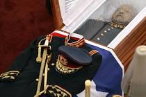 Rakev s ostatky chilského diktátora Augusta Pinocheta.