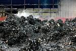 Textilní a plastový odpad z Německa u obce Arnoltice