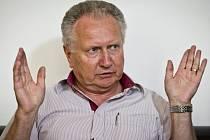 Senátor a předseda Strany Práv Občanů Jan Veleba.
