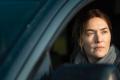 Detektivní série z pensylvánského městečka, jež je čerstvě k vidění na HBO GO, je silným soupeřem vězeňského tria z Dannemore.