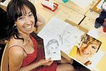 Paní Irena Bufková si jako předlohu vybrala portrét Kateřiny Neumannové. Na výběr byly i další známé tváře – herci, zpěváci, modelky. Kreslit slavné osobnosti kurzisty baví.