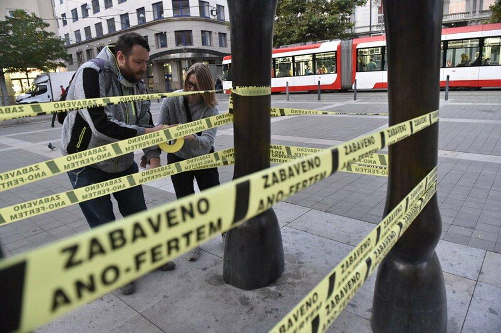 Exekuční pásky vylepené v Brně