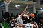 Odvetné utkání osmifinále basketbalové Ligy mistrů: Teksüt Bandirma - ERA Basketbal Nymburk, 10. března 2020 v Bandirmě. Zleva Furkan Haltali z Bandirmy, Hayden Dalton z Nymburku, Erkan Yilmaz z Bandirmy a Zach Hankins z Nymburku.