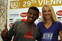 Etiopský maratonec Haile Gebrselassie s Britkou Paulou Radcliffeovou.