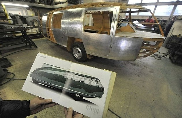 VKopřivnici několik měsíců vyrábí unikátní vůz Dymaxion