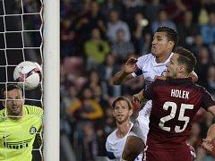 Mario Holek střílí třetí gól Sparty v domácím utkání s Interem (3:1).