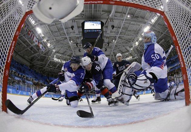 Slovenští hokejisté po prohře s USA padli i se Slovinci.