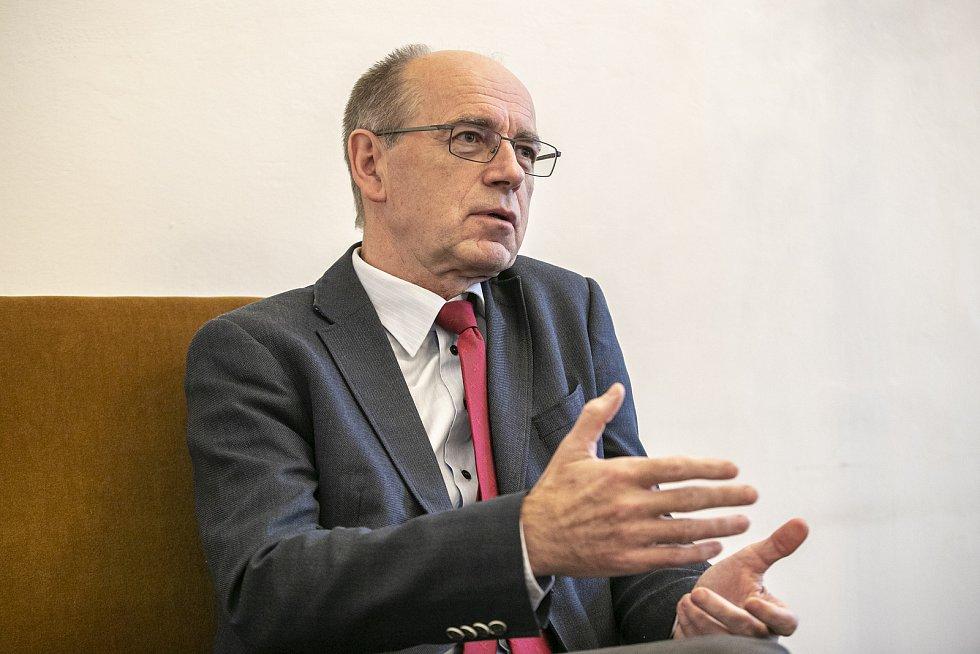 Poradce předsedy vlády Jaroslav Ungerman poskytl rozhovor Deníku 24. listopadu v Praze.