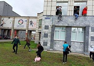 VIDEO: Střelba na škole v Rusku. Zemřelo několik lidí, studenti skákali z oken
