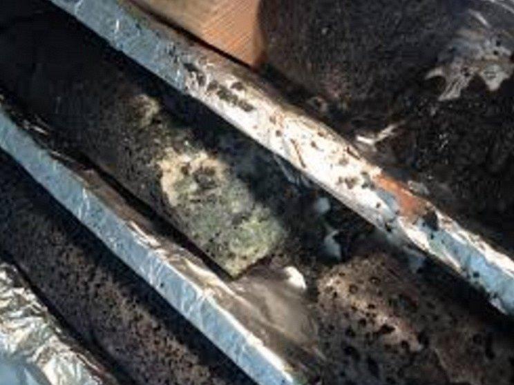 Výzkumníci na Islandu provedli experiment Carbfix, ve kterém do vulkanické skály pod zemí pumpovali vodu a oxid uhličitý. Po reakci s minerály se ukázalo, že se přeměnil v pevný kus křídovitého materiálu.