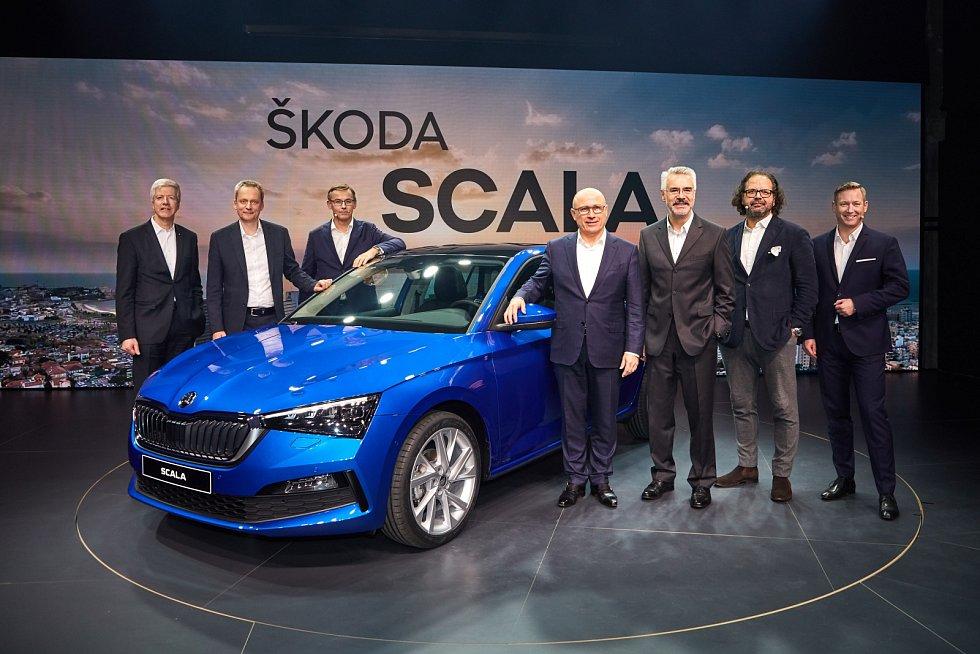 """Členové představenstva společnosti Škoda Auto na světové premiéře nového modelu Scala v hale """"Terminal"""" v Tel Avivu."""
