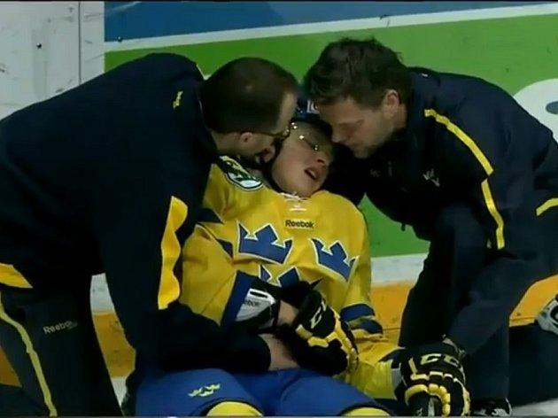 Jesper Pettersson ze Švédska se kvůli kanadskému 'zvířeti' na led jen tak nepodívá.