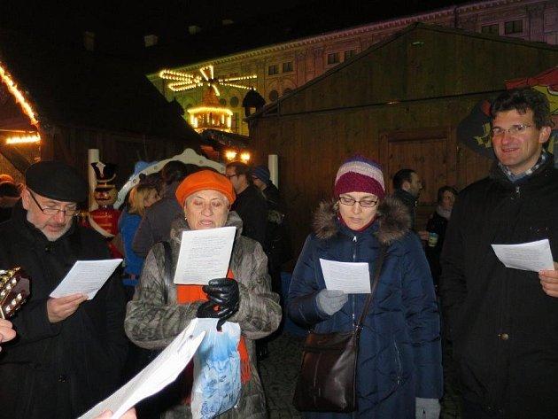 Česko zpívá koledy na mnichovském náměstí Odeonsplatz.