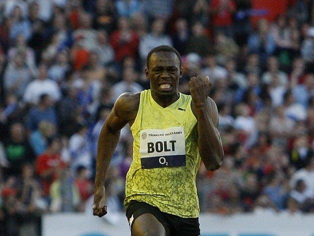 Jamajský sprinter Usain Bolt si běží pro vítězství na Zlaté tretře.