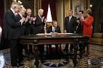 REPETE. Barack Obama se v roce 2013 při veřejné přísaze přeřekl a musel ji 21. ledna zopakovat v Bílém domě.