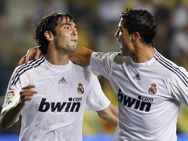 Dvě největší hvězdy Realu Madrid Kaká (vlevo) a Ronaldo. Právě jeden z nich by mohl letos Zlatý míč vyhrát.