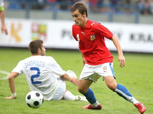 Záložník české devatenáctky Martin Zeman v utkání proti Řecku.