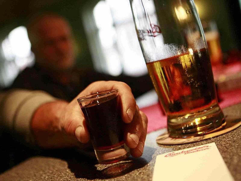 Pánáček a pivo. Častý obrázek hospod.